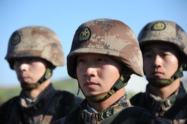 Китайские военнослужащие.