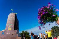 У разрушенного памятника Ленину в Харькове.