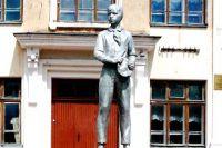 Памятник Павлику Морозову в городе Острове, Псковской области.