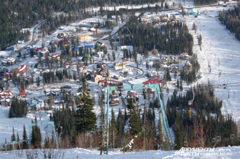 Вид на подножье горы Зеленая с подъемника.