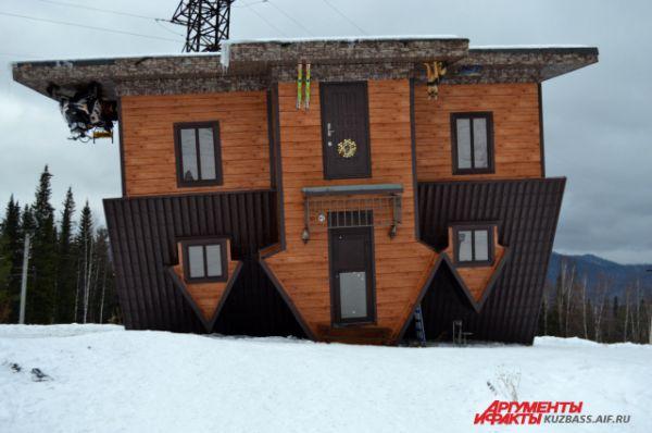 Аттракцион «Перевернутый дом». Побывать здесь стоит каждому хотя бы раз, чтобы испытать на себе силу притяжения.