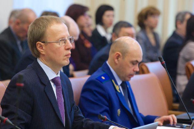Виктор Томенко уволил арестованную подчиненную.