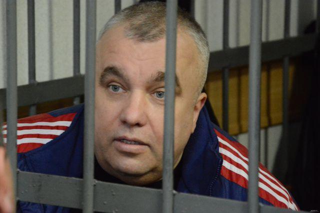 Алфосов шутил за решеткой с бывшими коллегами и сохранял спокойствие.
