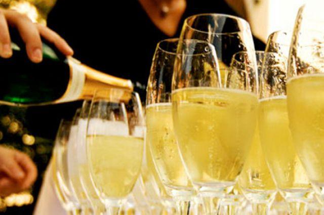 12:25 21 Ученые выяснили влияние шампанского на мозг человека Оказывается три бокала в день имеют лекарственное