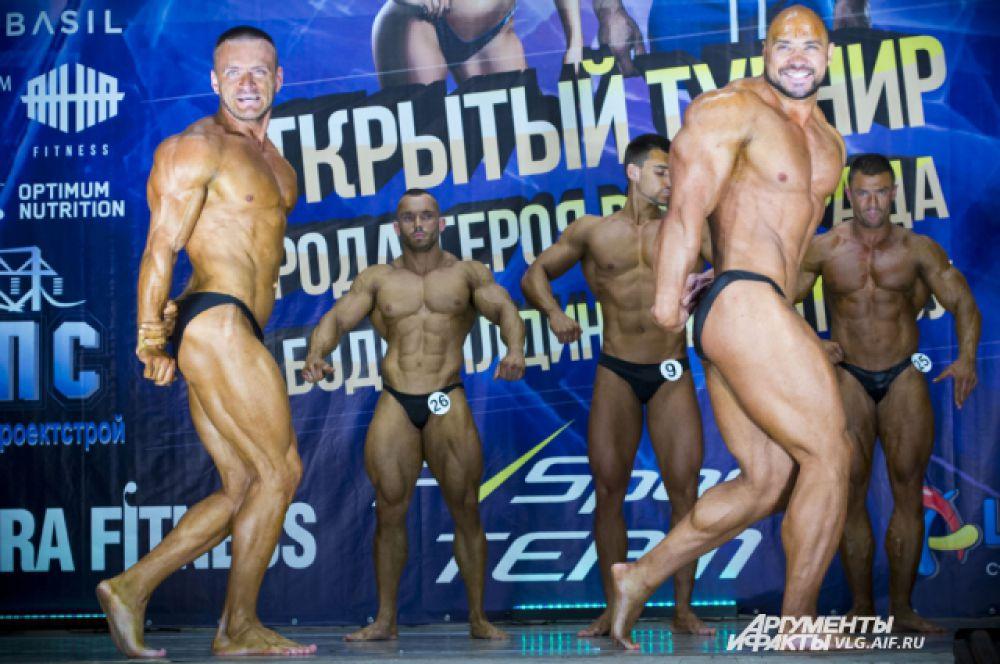 Участники конкурса в категории «мужской бодибилдинг».