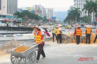 Китайцам не привыкать к тяжёлой работе, но даже такую найти теперь становится всё труднее.