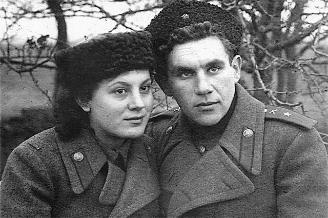 Они полюбили друг друга на фронте с первого взгляда. И после ранения Шуры больше не расставались.