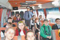 В автобусе-тренажёре школьники могут почувствовать, что бывает с непристёгнутыми пассажирами.