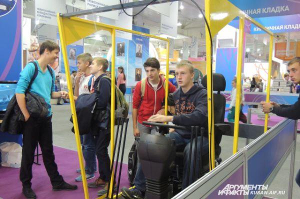 На форуме все желающие могли почувствовать себя водителями тракторов и комбайнов. Правда, машины были виртуальные.