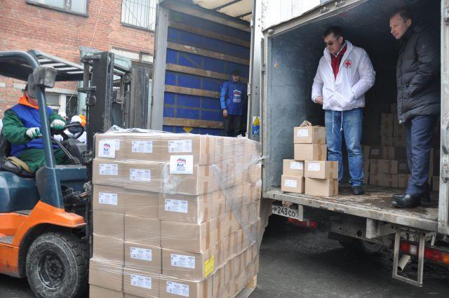 Более 20 тонн гуманитарного груза отправили уральцы на Донбасс.