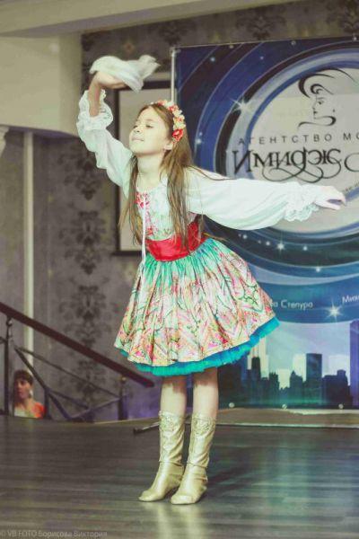 Кроме комплексных занятий у детей есть возможность заниматься на факультативных занятиях по вокалу, танцам.