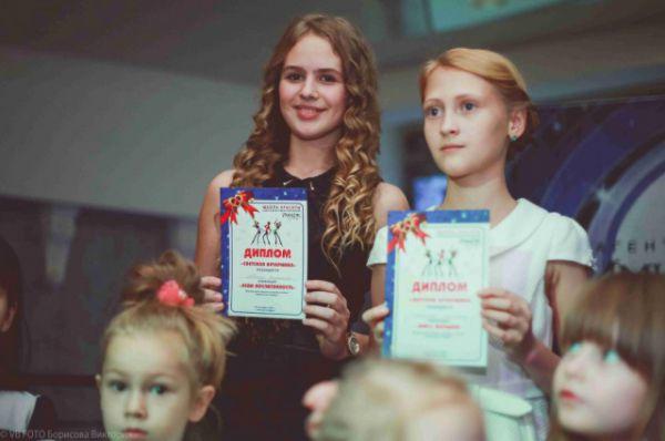 Самые активные и талантливые малыши и подростки были награждены памятными дипломами.