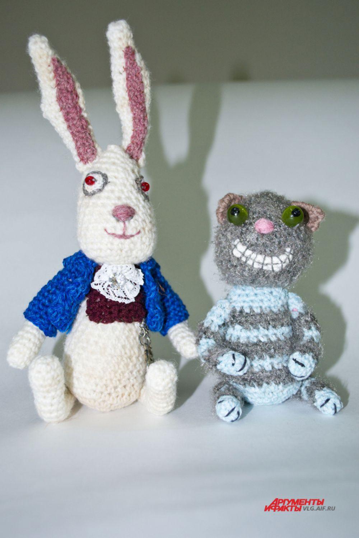 Мартовский заяц и Чеширский кот.
