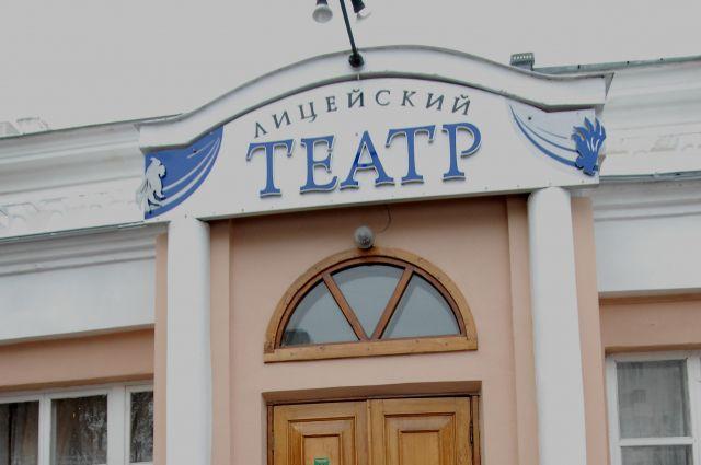Режиссёр и труппа театра договорились о сотрудничестве этим летом.