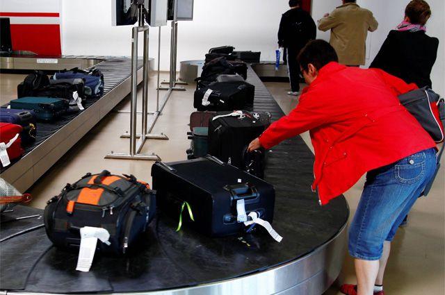 В аэропорт прилетел багаж отдыхавших в Египте омичей.