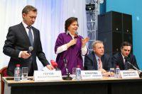 Наталья Комарова на встрече с жителями Сургута в феврале 2015 года.