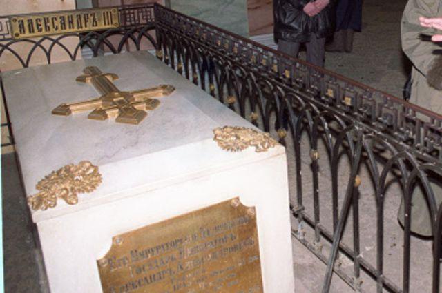 Саркофаг Александра III в Петропавловском соборе.