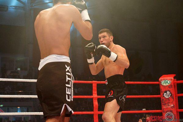 Александр Стецуренко получил технический нокаут в первом раунде.