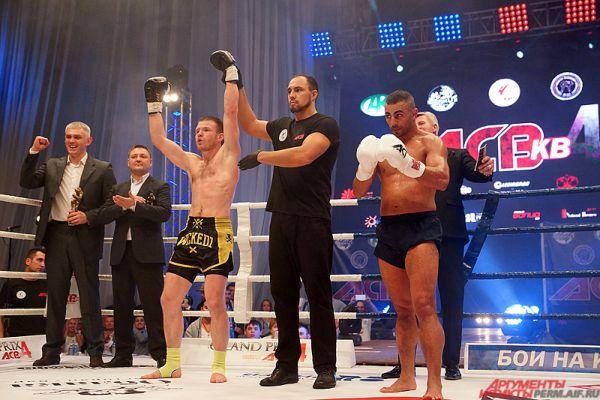 Смирнов одержал уверенную победу над соперником единогласным решением судей.