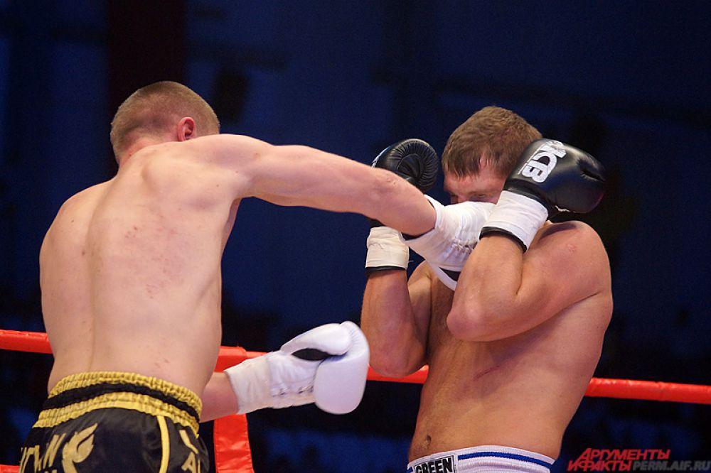 Артем Миронцев (Латвия) против Рената Ахметова (Пермь).