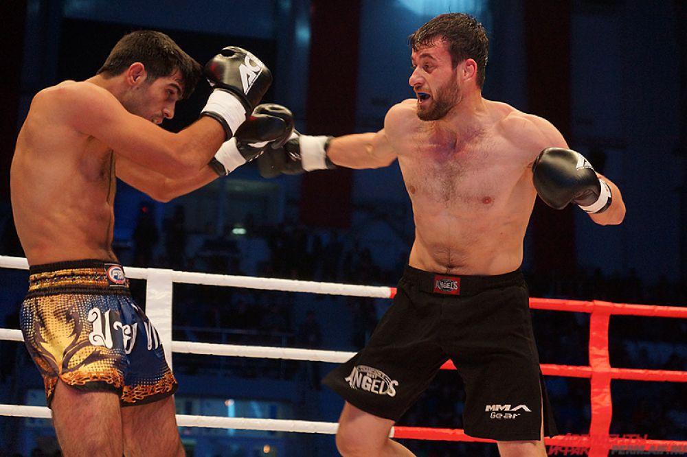 Ислам Байбатыров (Россия, Беркут) против Расула Эшивова (Россия).