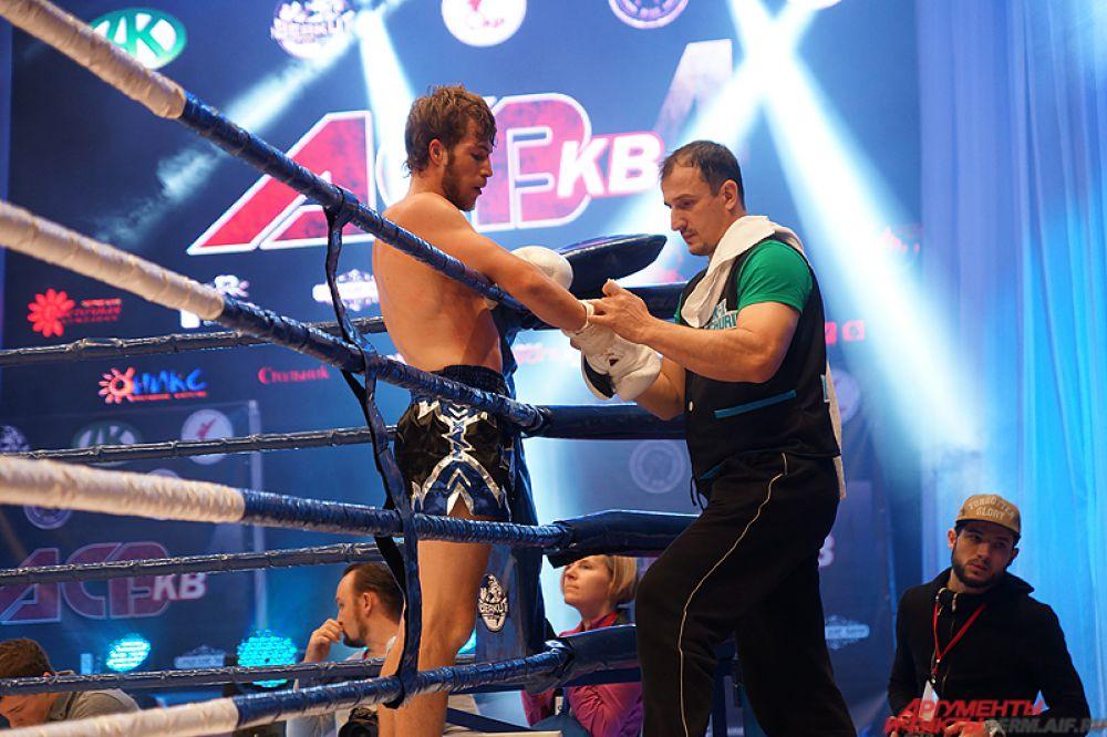 Сильнейшие кикбоксеры мира показали свою силу на турнире «Бои на Каме».