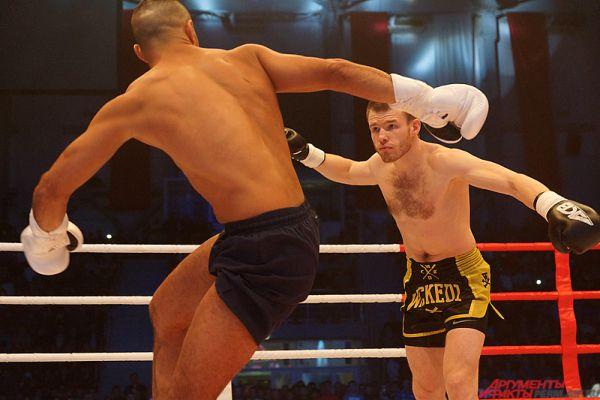 Самым захватывающим боем стал матч-реванш Максима Смирнова (Пермь) и Хасана Мухареба (Дания).