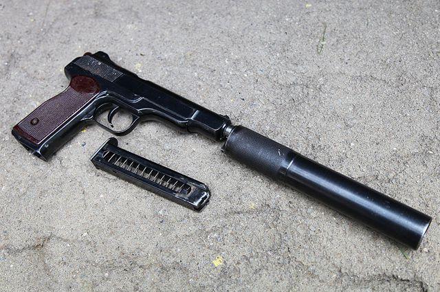 «Короткий свист, и повернувшийся пулемётчик с напарником получили меж глаз по пуле из АПС», — С. Козлов «Спецназ ГРУ. 50 лет истории, 20 лет войны».