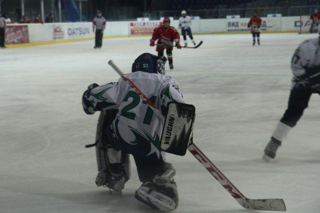 Команды вновь показали активный хоккей и порадовали болельщиков массой заброшенных шайб.