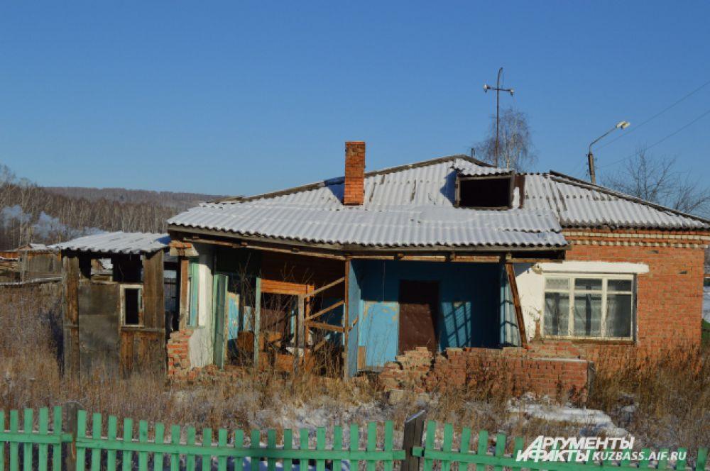 Полузаброшенных домов здесь оказалось действительно много.