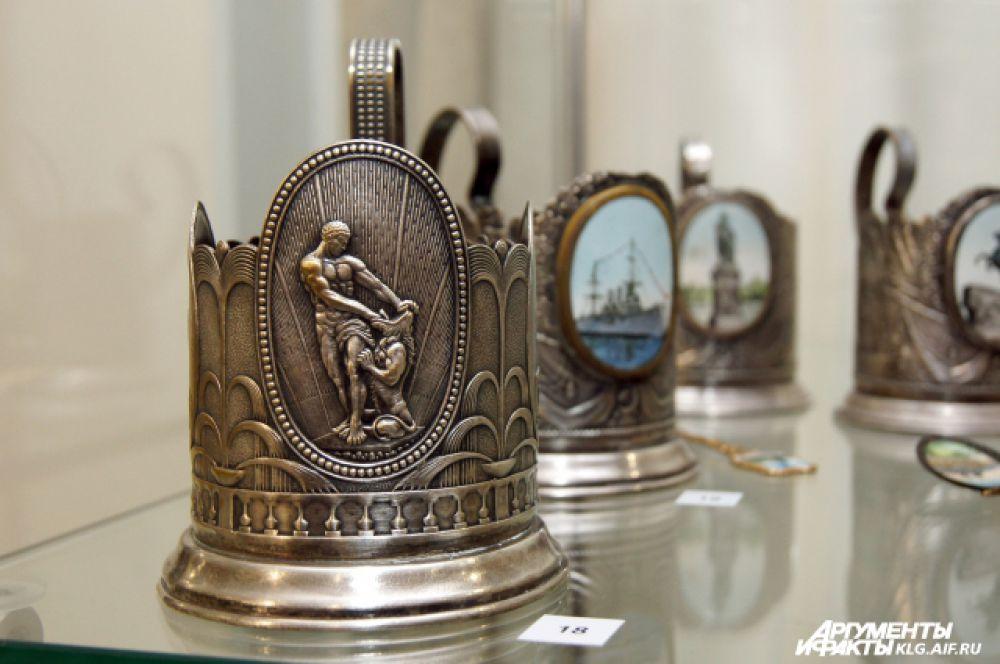 Часть экспозиции посвящена Санкт-Петербургу.