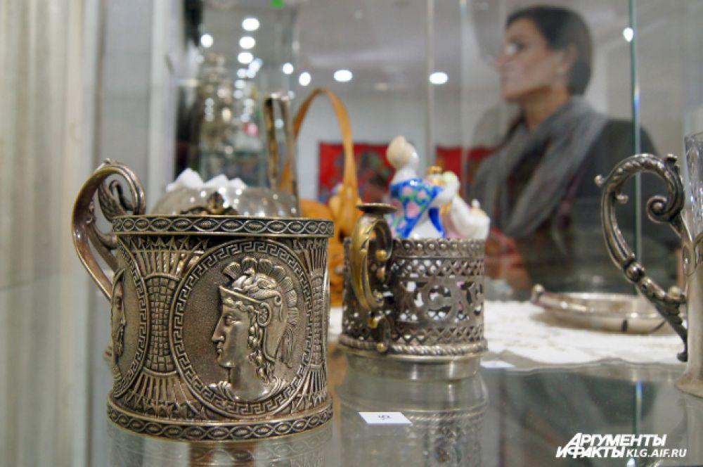 Лучшие русские и польские ювелиры изготавливали не просто держатели для стакана с горячим чаем, а подлинные шедевры ювелирного искусства.