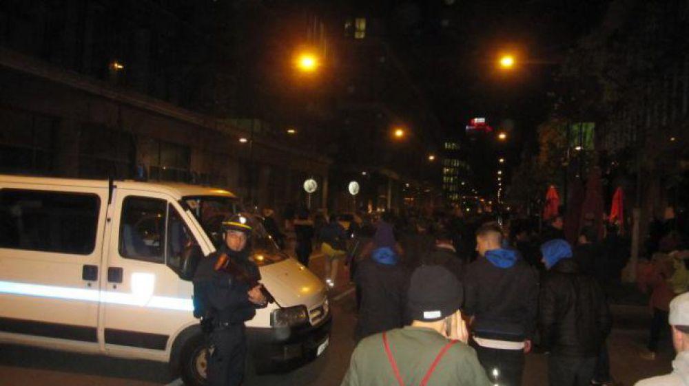 Полиция  возле  стадиона  «Stade De France»