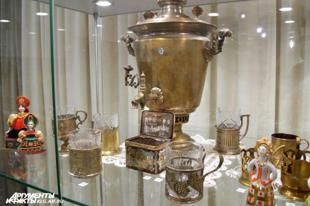На выставке в Историко-художественном музее Калининграда представлено около сотни предметов, выполненных в разных ювелирных техниках – от филиграни до эмали.
