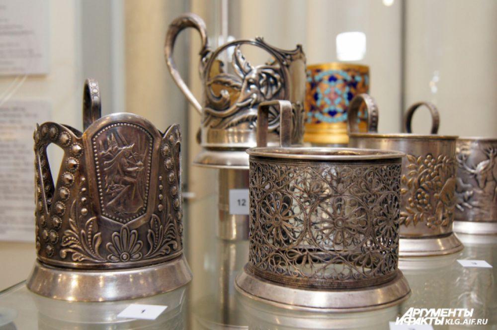 Подстаканник на чайном столе в России появился на 100 лет позднее, чем самовар, но прижился на века.
