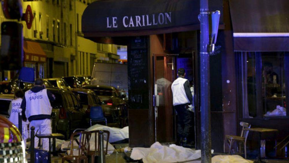 Тела погибших во время теракта в кафе посетителей
