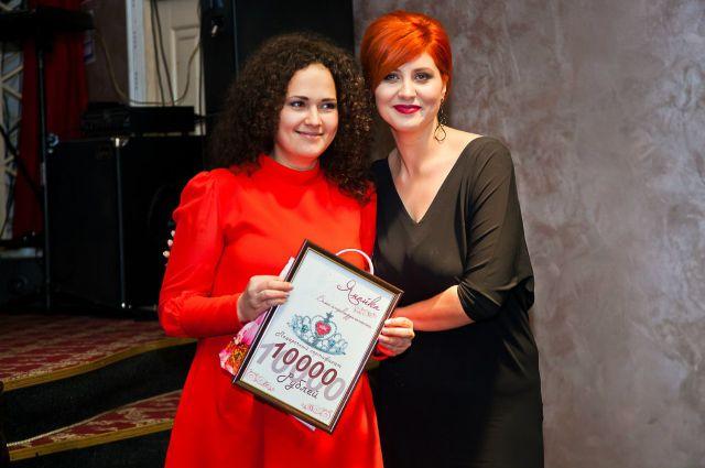 Ольга Цуканова (слева).