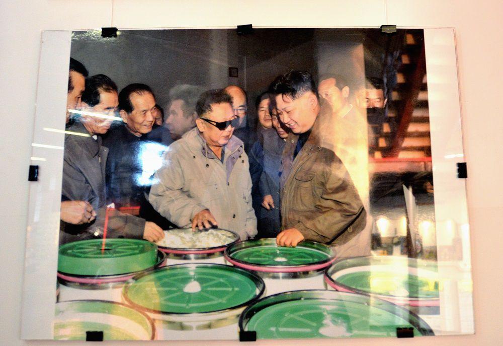 Сын и внук Ким Ир Сена - Ким Чен Ир и Ким Чен Ын.