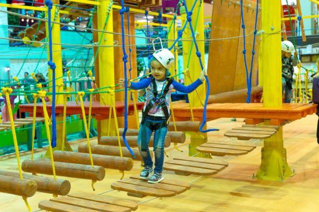 Первый в Челябинске крытый веревочный экстрим-парк.