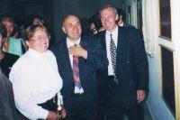 Ещё губернатор Горячев (в центре) строил школы и радовался, когда их открывал. Как 19 августа 1998 года в селе Кротково.