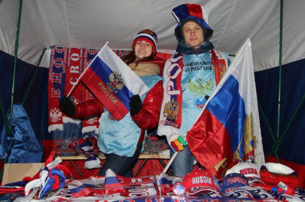 Торговля аттрибутикой сборной России на территории стадиона шла с хорошим успехом.