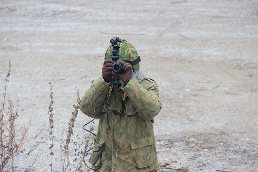 Фотографы тоже облачились в защитную экипировку.