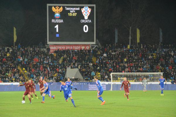 Федор Смолов забил за россиян в первом тайме. Но приятный для глаз болельщиков счет сохранился только до серидины второго тайма. Россияне в итоге проиграли 1:3.