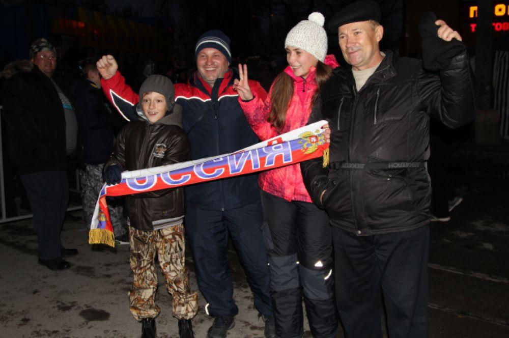 Смотреть игру Россия - Хорватия на стадион пришли семьями.