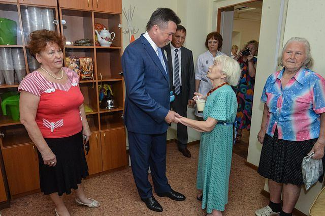 Одним из мест посещения губернатора стал дом-интернат для престарелых и инвалидов.