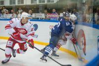 Континентальная хоккейная лига вынесла запрет на регистрацию новых игроков сразу четырем клубам.