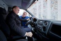 В Миассе руководителю Южного Урала пришлось порулить и автомобилем «Урал».