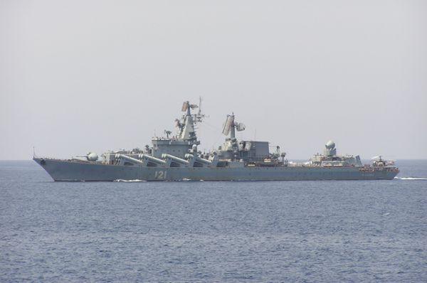 Крейсер «Москва» в акватории Средиземного моря решает задачи по прикрытию базы в Сирии, где располагается российская авиация