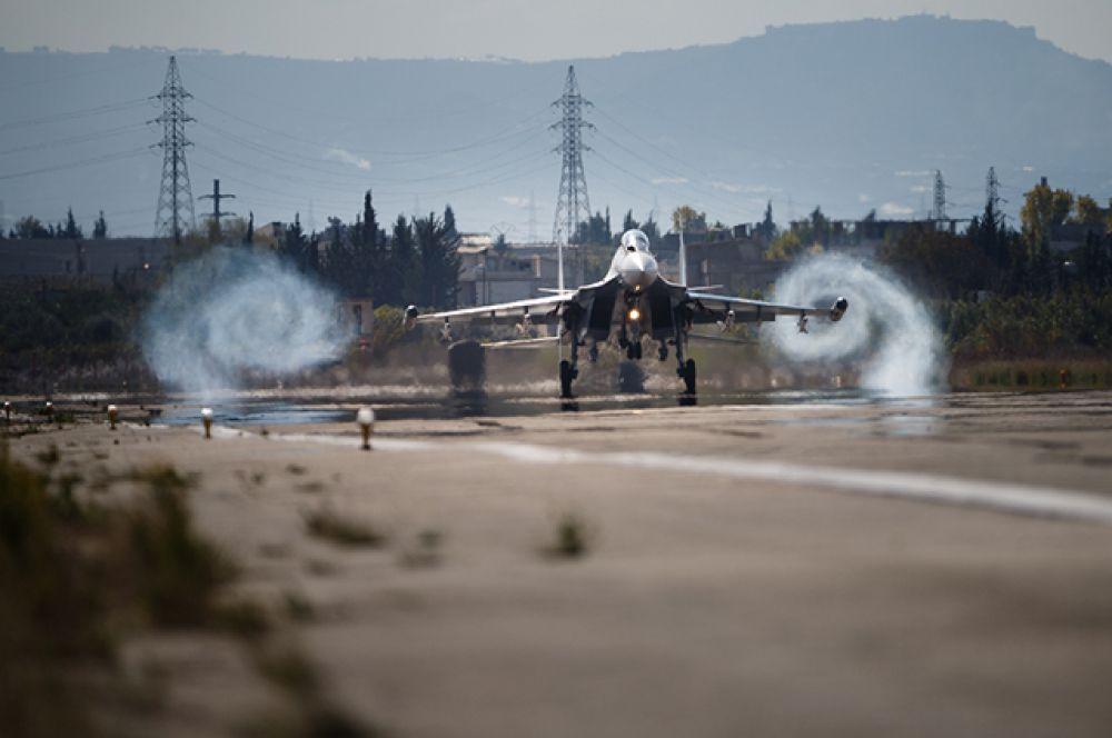 Авиационная группа российских ВКС в Сирии имеет смешанный состав самолетов.