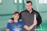 Елена и ее тренер - единственный человек в Смоленске, который занимается со спортсменами на колясках.